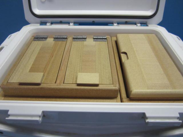 保存エサ箱の深さを従来より1センチ深くしたタイプです。小出しエサ箱も長くしてあります。