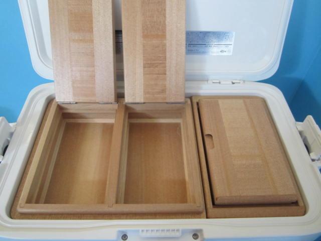 フィクセル12Lクーラーのエサ箱セットです。45SWの45Sはエサ箱の厚み、Wは保存エサ箱が2室という意味です。