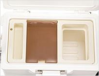 エサパックや小物の収納に便利なトレー、クリーンパック枠付き(ビニール袋はお手持ちのものをご使用ください)