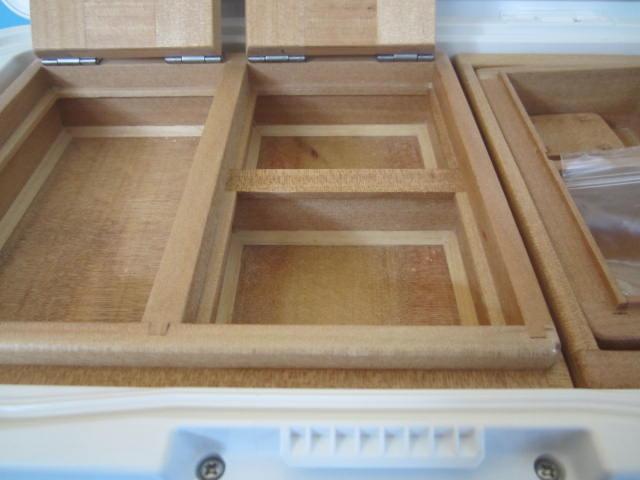 保存エサ箱の1室側の室内寸法は87mm×150mm×23mm。2室側は87mm×71mm×23mm×2室。