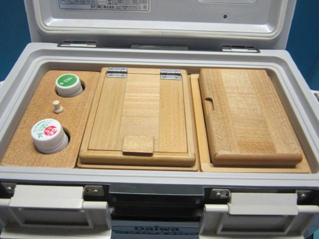 イワ11Lクーラー用ペットボトル立て付エサ箱セット。