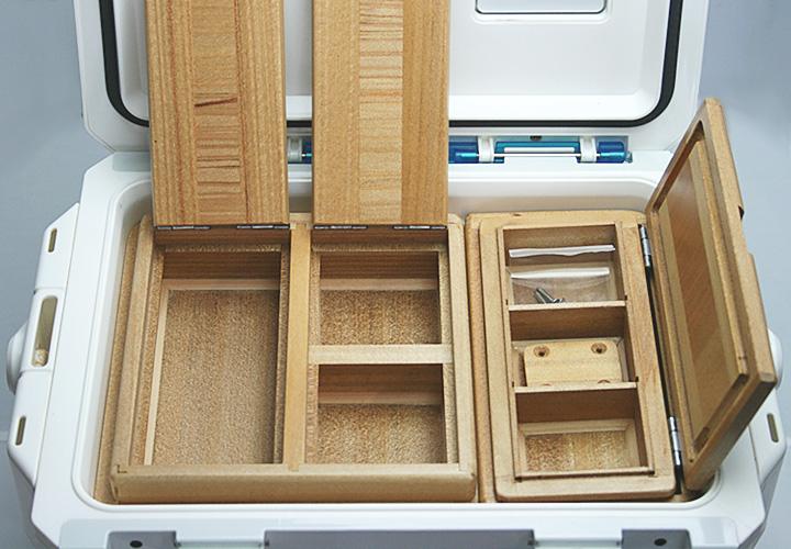 クールライン10Lクーラー用エサ箱セット50篭定別注です。クーラー取付用のオリジナル木製ステー1個・ビス4本付きです。