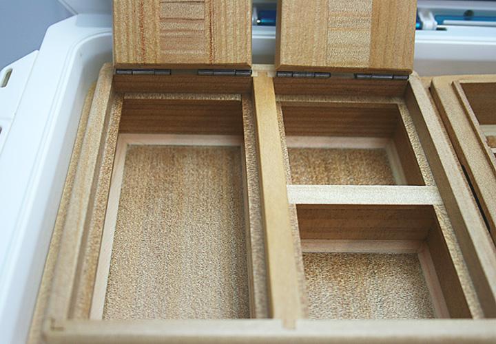 「石ゴカイ」、「チロリ虫」、「青イソメ」の3種類を想定した、「3室の保存エサ箱」です。