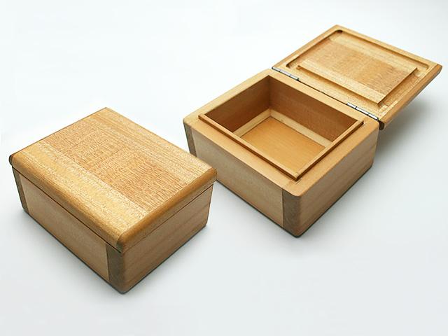 篭定木製1室エサ箱です。